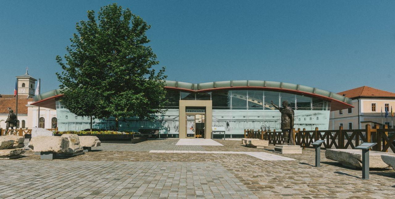 """Muzeul Principia - simbol/concept """"CARTEA DE ISTORIE"""""""